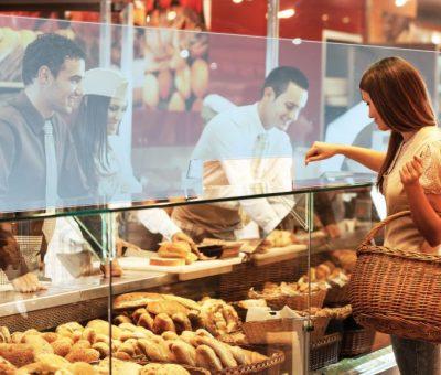 Mampara Protectora Anticontagio en mostrador de panadería