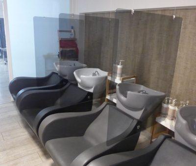 Mamparas protectoras anticontagios para lavacabezas en peluquerías