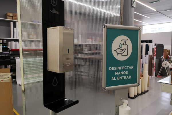 Puntos de desinfección de manos. Dispensadores de gel hidroalcoholico para recepciones, comercios, centros de salud